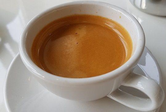 Uważaj na kawę - zawiera garbniki które powodują przebarwienia zębów